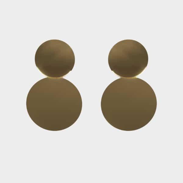 Ces boucles d'oreilles dorées sont composés de deux formes rondes. C'est un incontournable de la collection 2018.