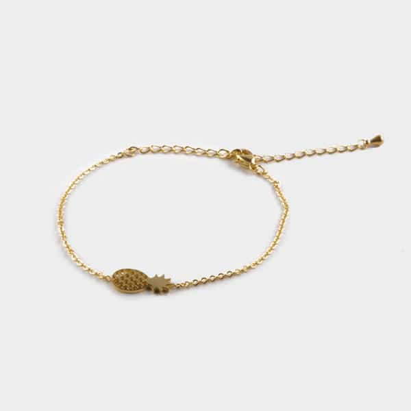 Petit bracelet composé d'un pendentif ananas
