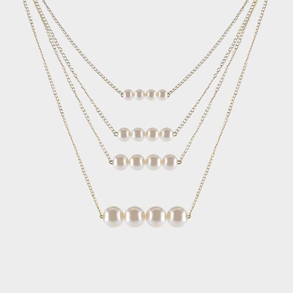 Un collier multirang avec des petites perles qui sublimeront votre tenue.