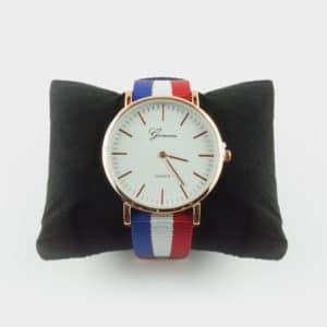 Montre de la marque Geneva avec un bracelet tissu aux couleurs de la France.