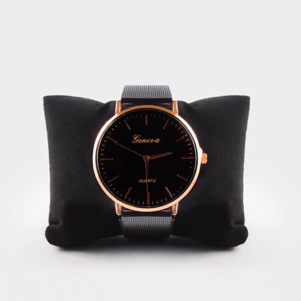 Jolie montre noir, très chic et élégant, s'accordera parfaitement avec vos tenue.
